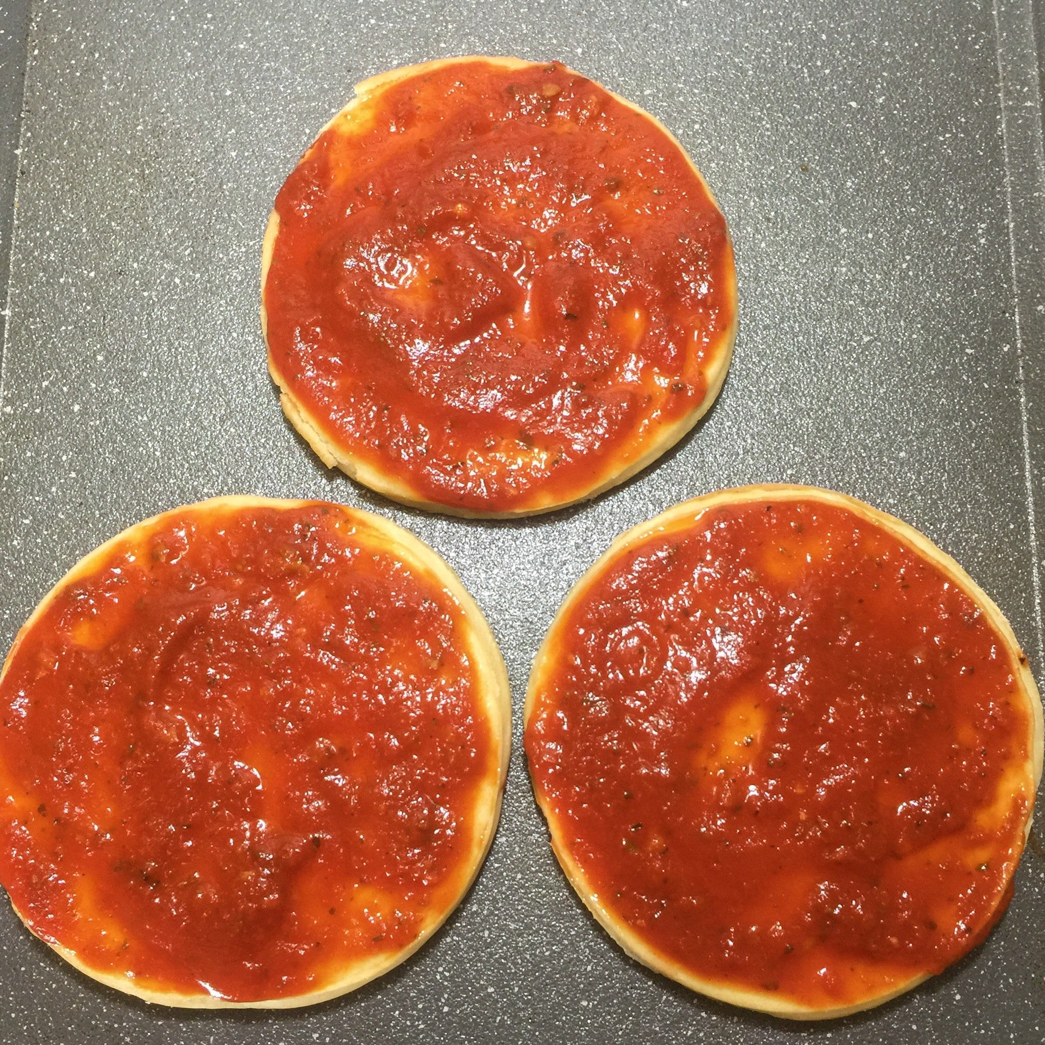 pizza crust with sauce