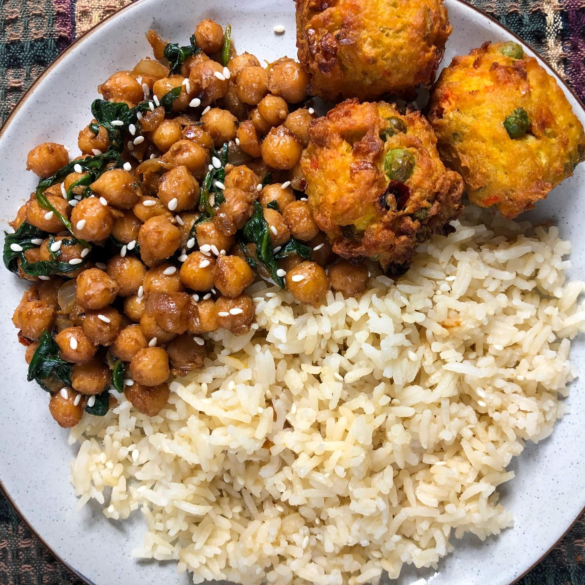 vegan peanut chickpeas with rice and pakora