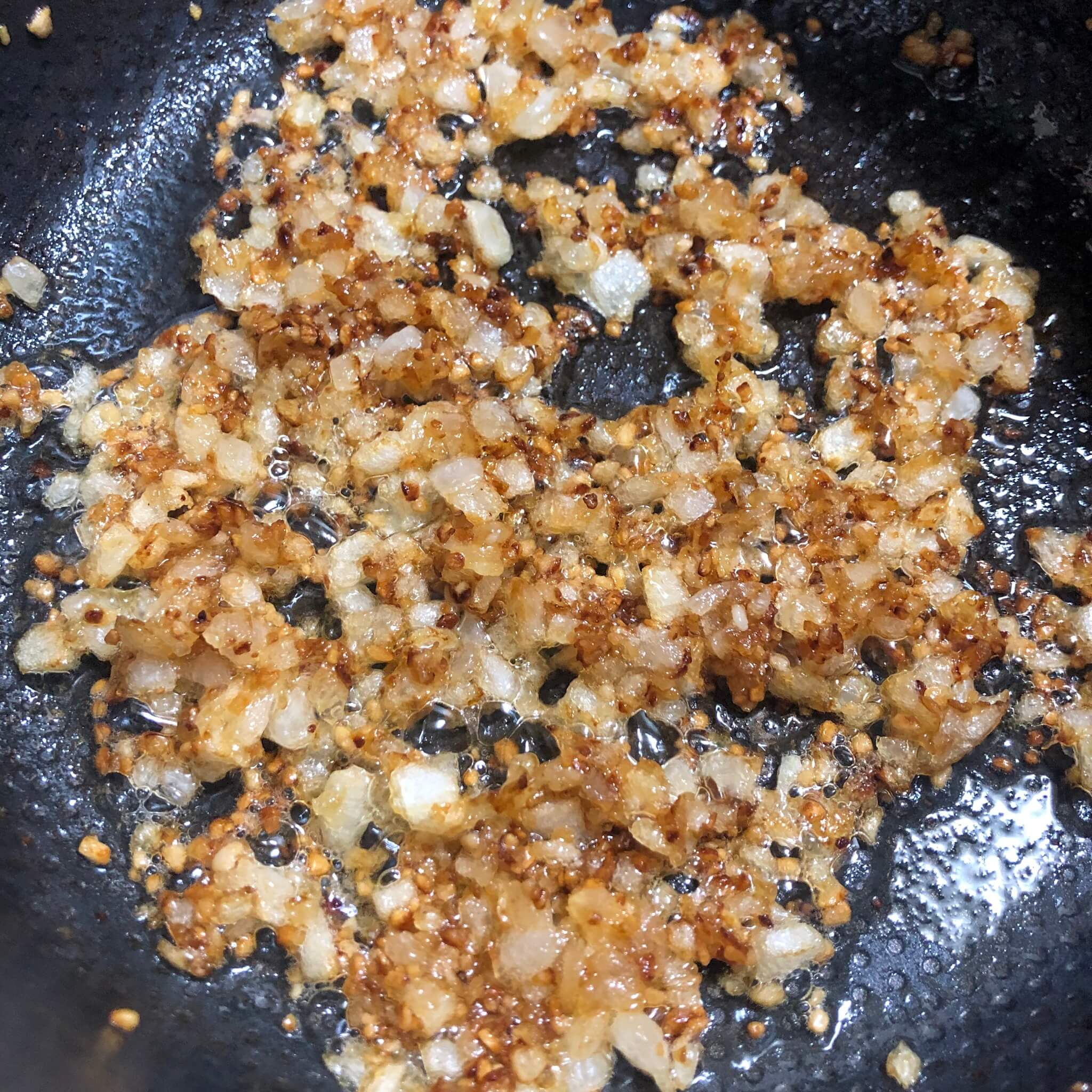 caramelized onion for easy vegan tomato pasta